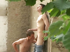 Wild young gay homosexual guys smoking hard outdoors in 2 clip